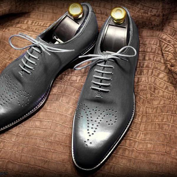 Modish Handmade Grey Color Wholecut Medallion Premium Leather Men Oxford Formal Lace Up Shoes